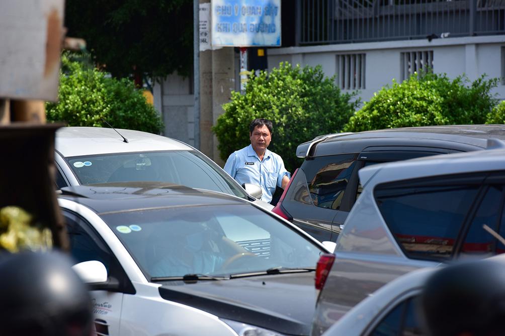TP.HCM: Kẹt xe khủng khiếp, từ sáng đến trưa người dân vẫn chưa lên được phà - hình ảnh 11