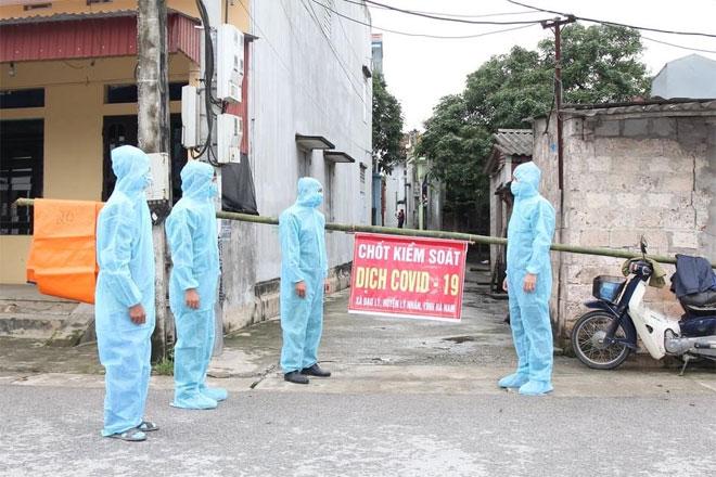 """Cách ly xã hội nơi có ca """"siêu lây nhiễm"""" COVID-19 ở Hà Nam - hình ảnh 1"""