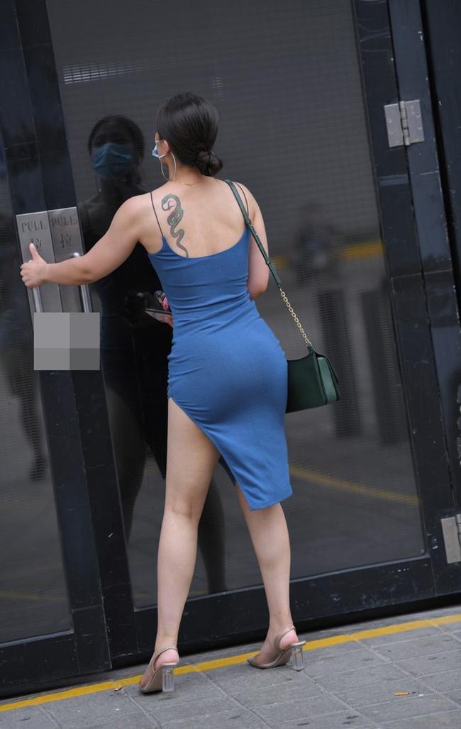 Mặc váy Quỳnh Búp Bê xộc xệch lộ cả vòng 3, cô gái còn bị chê vì tư thế kém duyên - hình ảnh 5