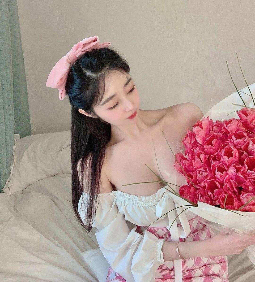 Nữ giám đốc Hàn Quốc diện đồ công sở cũng gợi cảm nhờ vòng 1 đẹp đầy đặn - hình ảnh 8