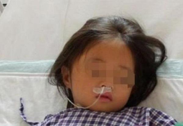 """Con gái 7 tuổi nhập viện, mê sảng liên tục nhắc đến chiếc máy giặt, bà mẹ sốc đến """"rụng rời toàn thân"""" khi phát hiện bí mật động trời - 1"""