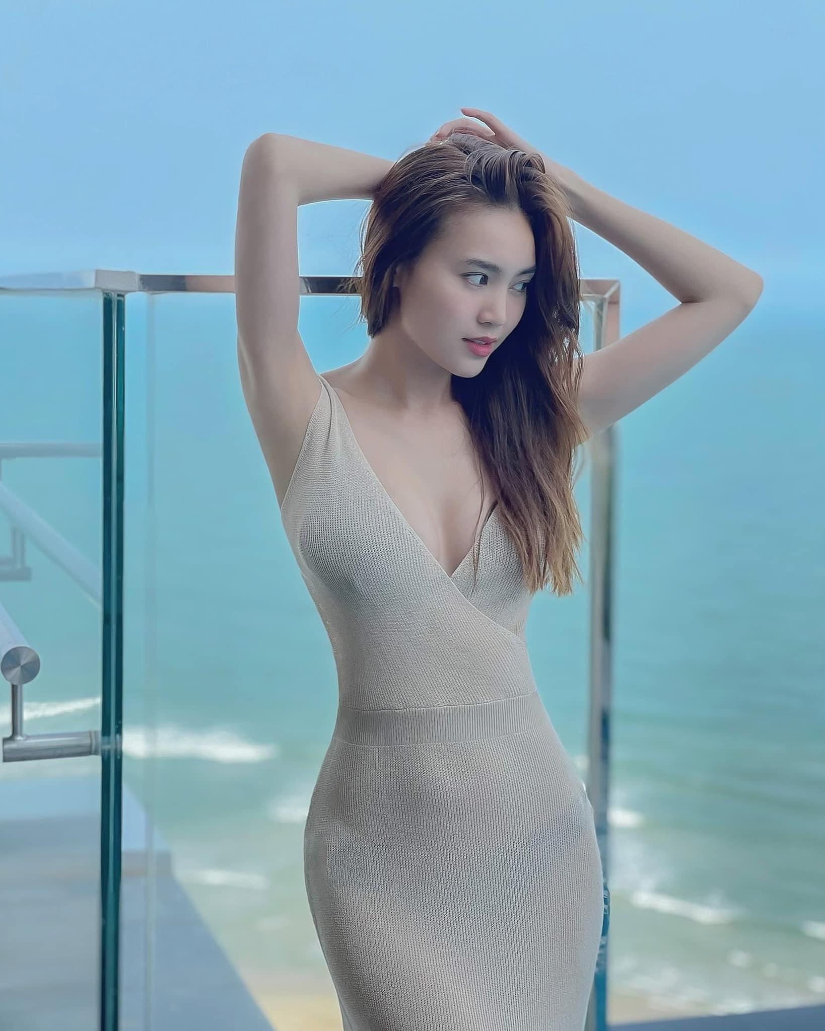 """""""Vợ bầu trăm tỷ của Trấn Thành"""" mặc váy mỏng phòng the, nội y lấp ló - hình ảnh 1"""