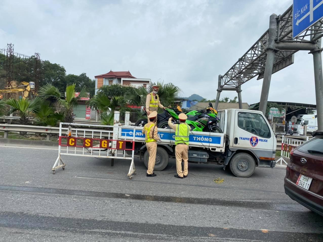 CSGT bắt giữ 9 xe phân khối lớn đi vào cao tốc Hà Nội – Thái Nguyên - hình ảnh 3