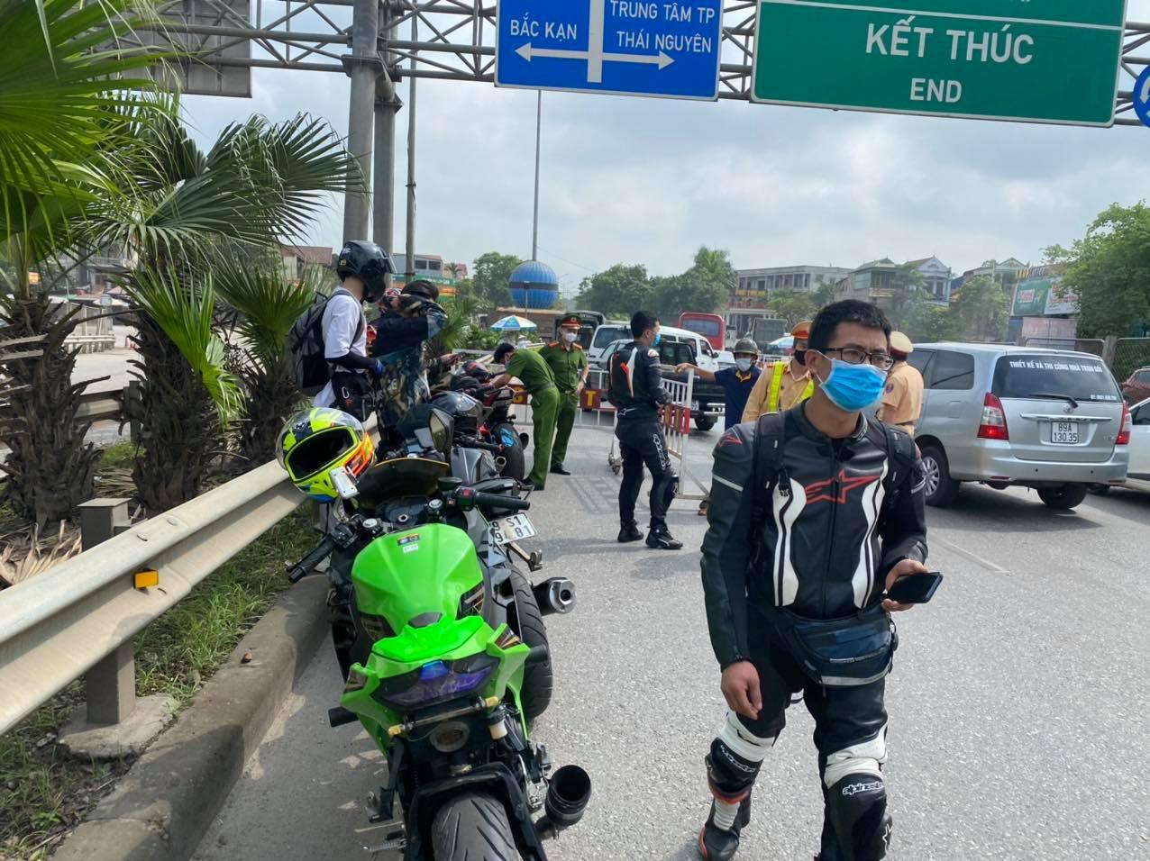 CSGT bắt giữ 9 xe phân khối lớn đi vào cao tốc Hà Nội – Thái Nguyên - hình ảnh 1