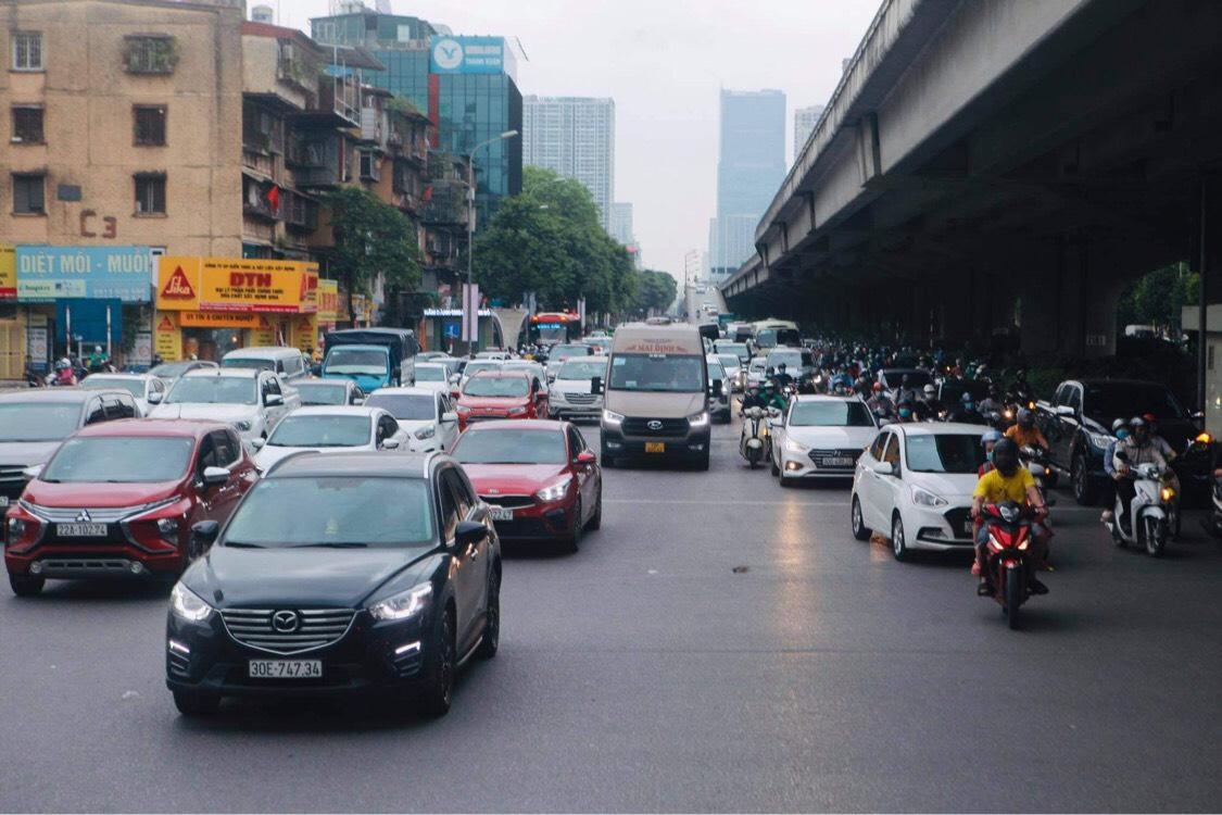 Người dân đổ về Hà Nội sau kỳ nghỉ lễ, đường phố Hà Nội khá thông thoáng - hình ảnh 2
