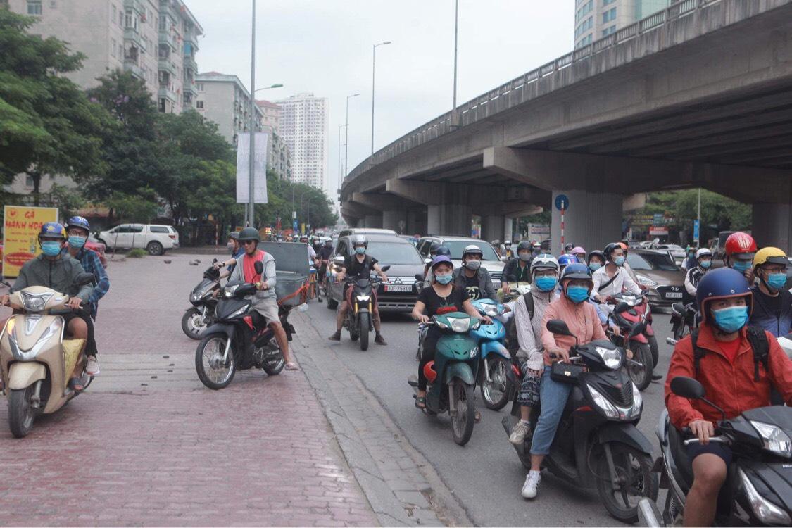 Người dân đổ về Hà Nội sau kỳ nghỉ lễ, đường phố Hà Nội khá thông thoáng - hình ảnh 4