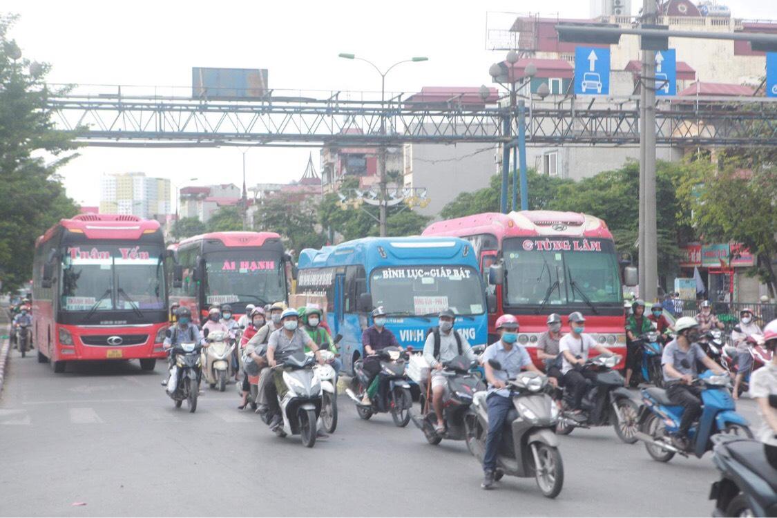 Người dân đổ về Hà Nội sau kỳ nghỉ lễ, đường phố Hà Nội khá thông thoáng - hình ảnh 3
