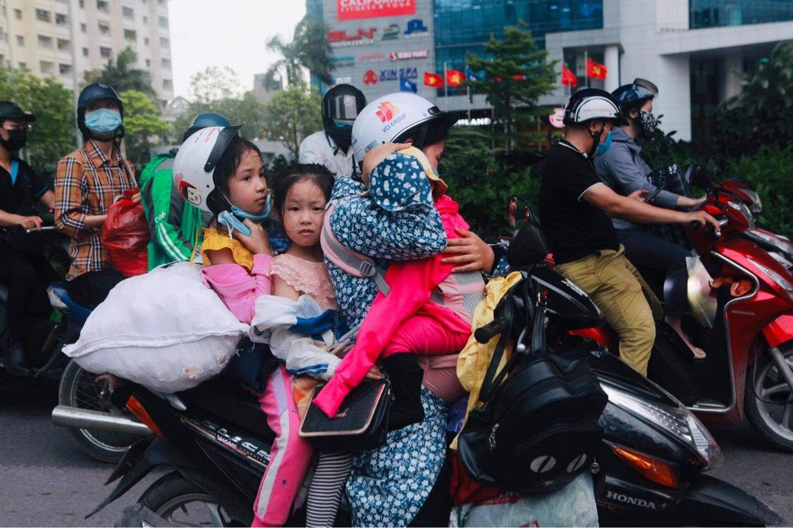 Người dân đổ về Hà Nội sau kỳ nghỉ lễ, đường phố Hà Nội khá thông thoáng - hình ảnh 7