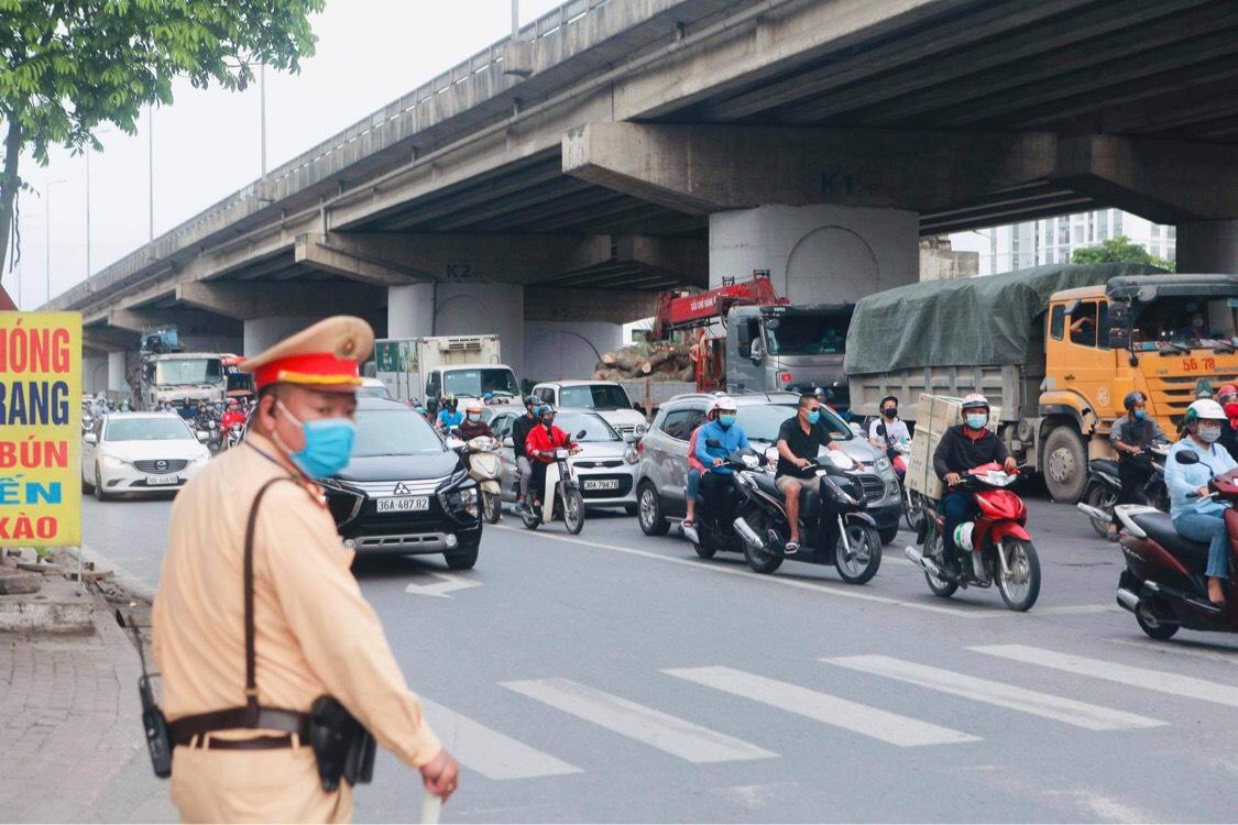 Người dân đổ về Hà Nội sau kỳ nghỉ lễ, đường phố Hà Nội khá thông thoáng - hình ảnh 6