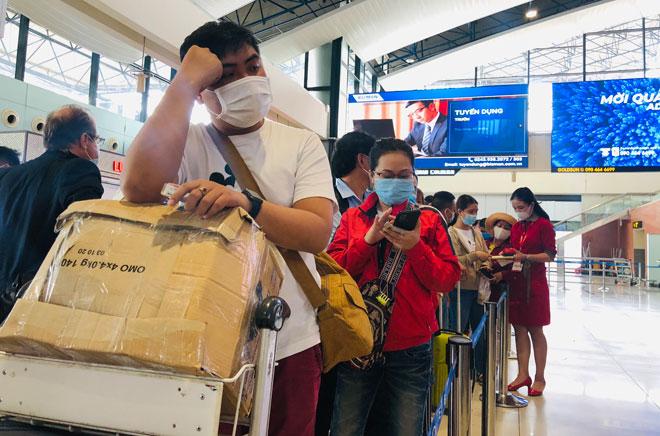 Người dân đổ về Hà Nội sau kỳ nghỉ lễ, đường phố Hà Nội khá thông thoáng - hình ảnh 11