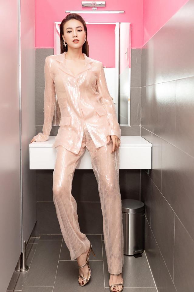 """""""Vợ bầu trăm tỷ của Trấn Thành"""" mặc váy mỏng phòng the, nội y lấp ló - hình ảnh 4"""