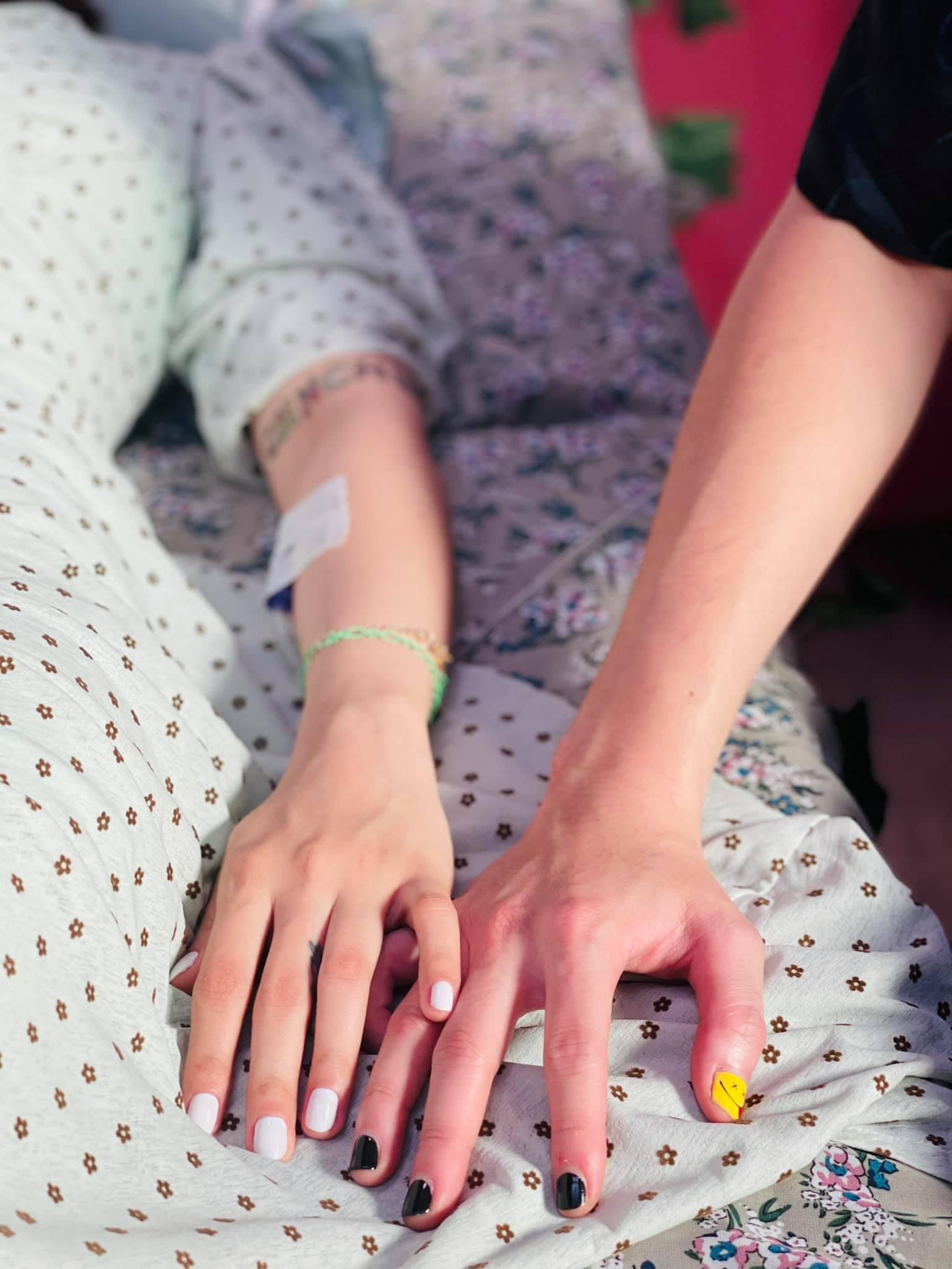 Karik vừa đăng ảnh tay trong tay với người đẹp, dân mạng lập tức gọi tên cô gái này - hình ảnh 1