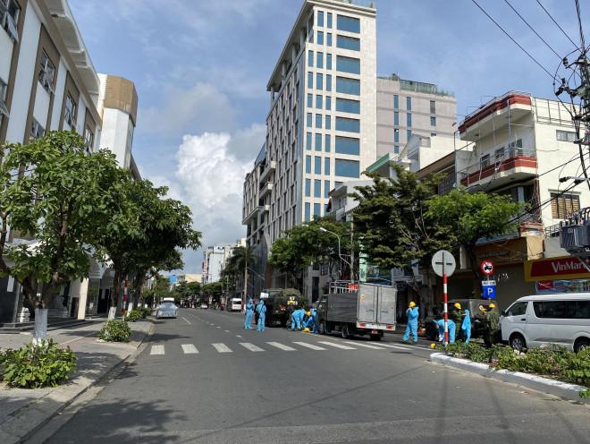 CLIP: Đà Nẵng khẩn cấp phong tỏa khu dân cư quanh vũ trường New Phương Đông - 2