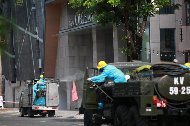 CLIP: Đà Nẵng khẩn cấp phong tỏa khu dân cư quanh vũ trường New Phương Đông - 3