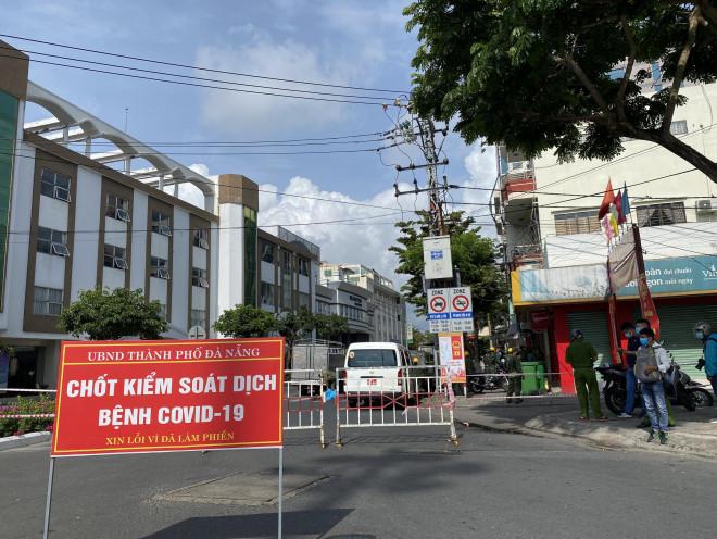 CLIP: Đà Nẵng khẩn cấp phong tỏa khu dân cư quanh vũ trường New Phương Đông - 5