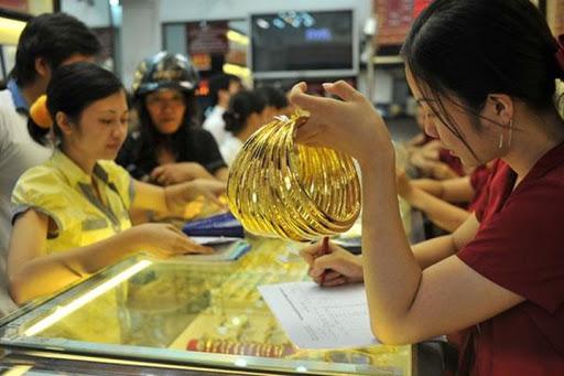 """Giá vàng hôm nay 7/5: Đột ngột tăng """"bốc đầu"""", phá đỉnh 11 tuần - 1"""