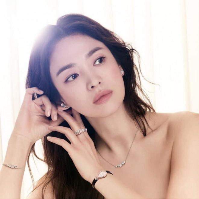 Ngược đời như Song Hye Kyo: Càng trang điểm nhẹ nhàng càng xinh đẹp hút hồn - 5