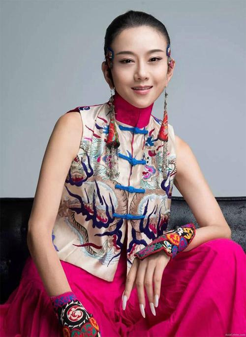 'Mai Siêu Phong' kinh điển không ăn cơm suốt 20 năm, trẻ đẹp khó tin ở tuổi ngoài 60 - 1