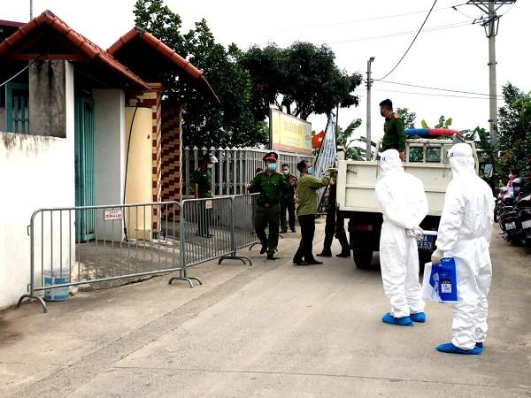 Hà Nội phong toả tạm thời gần 6.000 dân nơi 4 học sinh dương tính với SARS-CoV-2 - 1