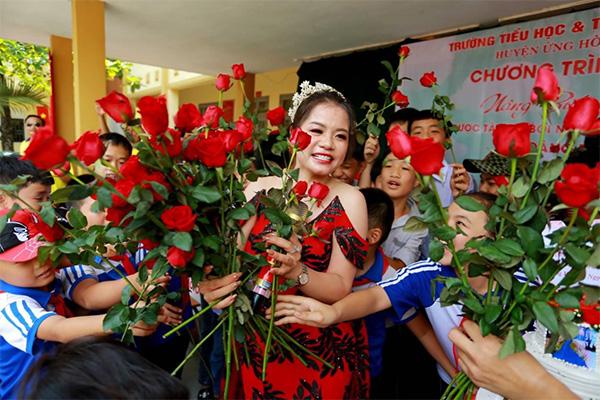 Hoa hậu Nhân ái Hoàng Thị Bích Ngọc tỏa sáng và quen thuộc trên thương trường - 7