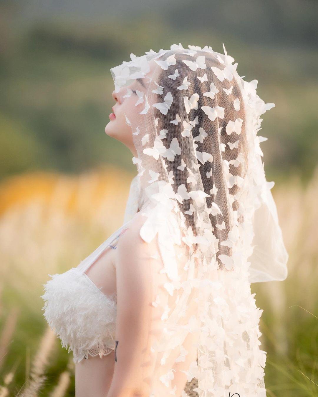 """""""Thiên thần lai Thái Lan"""" mặc nội y cưới giữa đồng khoe vẻ đẹp dao kéo hoàn hảo - 5"""
