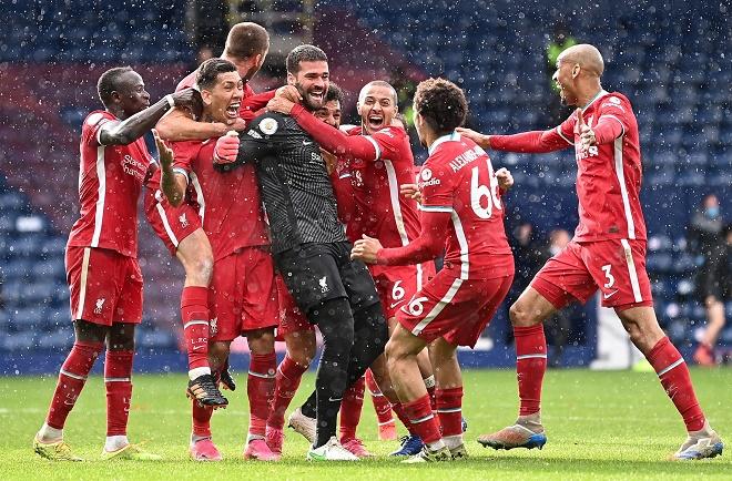 """Alisson làm chấn động Ngoại hạng Anh và các thủ môn ghi """"bàn thắng vàng"""" khiến fan sững sờ - 1"""