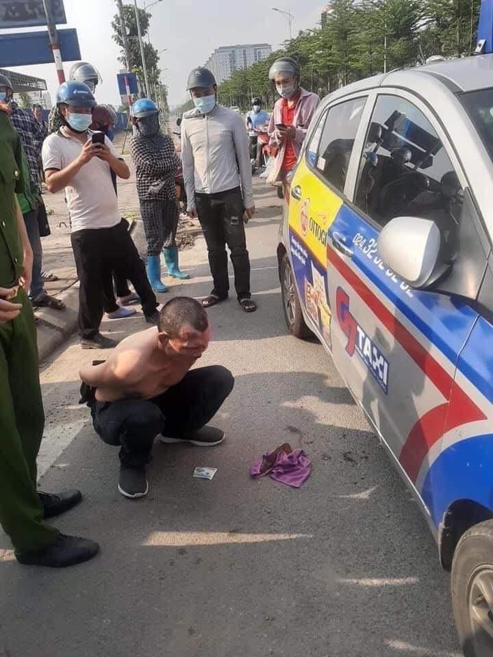 Kỷ luật chiến sĩ công an thờ ơ đứng nhìn tài xế taxi bị thương vật lộn với kẻ trốn nã - 2