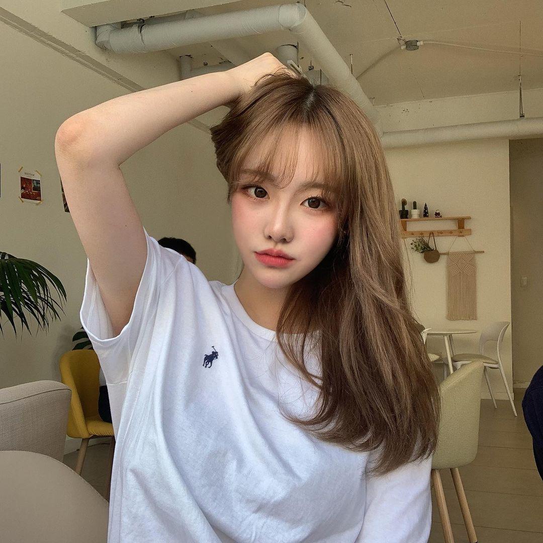 Người mẫu Hàn Quốc hot nhờ 1001 kiểu mặc tôn dáng khi đi cafe - 3