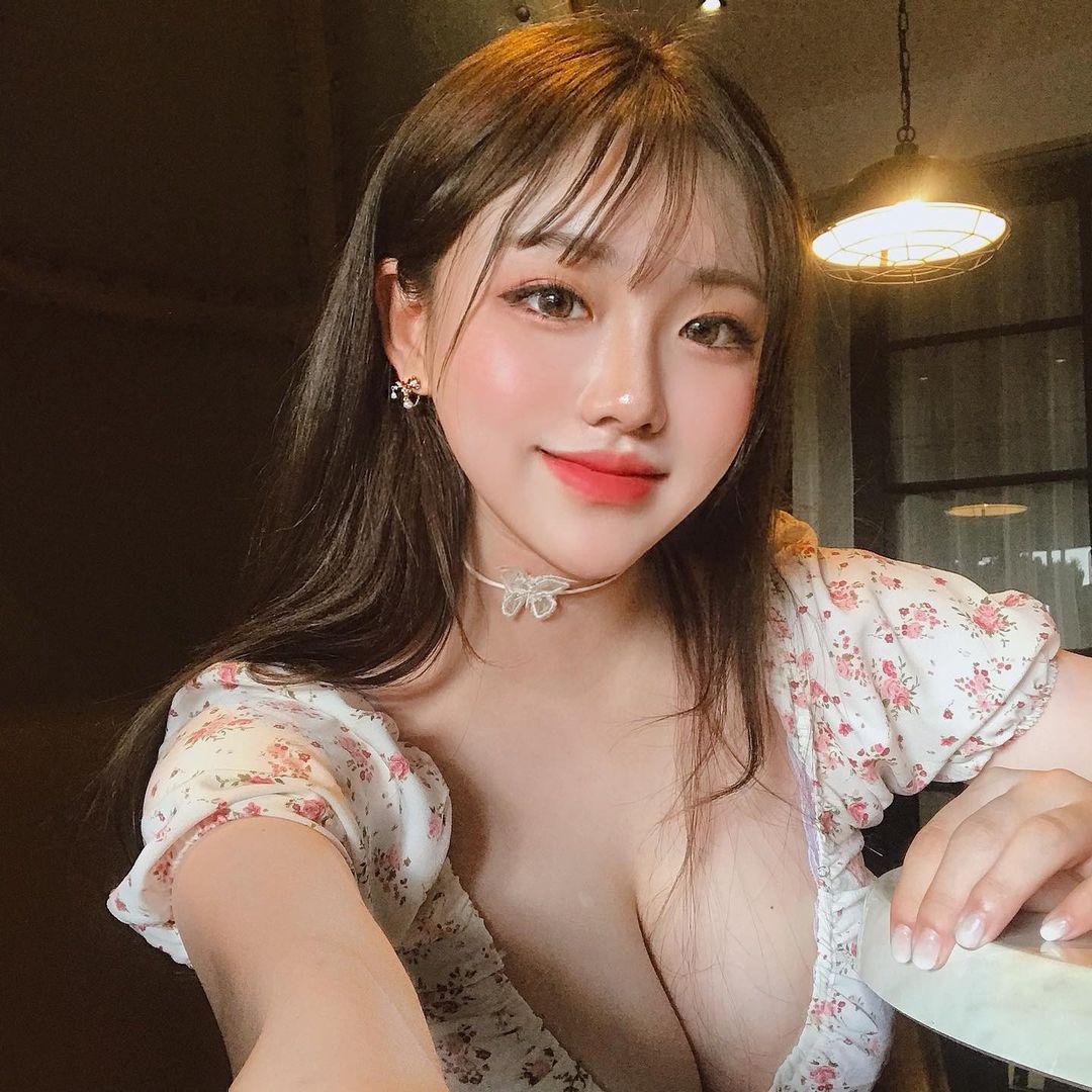 Người mẫu Hàn Quốc hot nhờ 1001 kiểu mặc tôn dáng khi đi cafe - 7