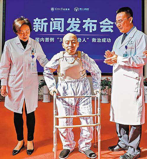 Đột ngột mắc bệnh lạ, người đàn ông bị gập đôi người suốt 28 năm và cuộc tái sinh sau phẫu thuật - 4