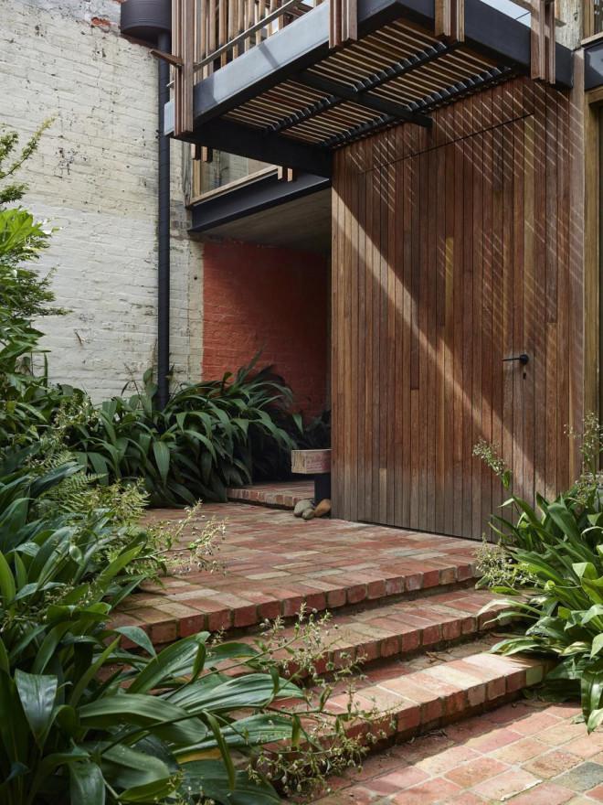 Kiến trúc sư biến nhà kho cũ nát thành ngôi nhà cổ tích tuyệt đẹp - 4