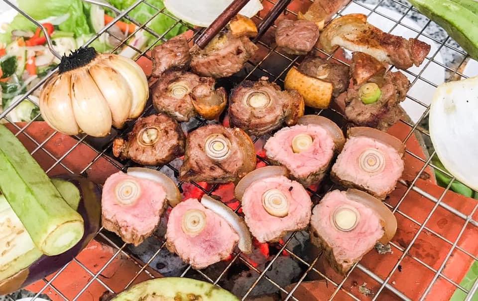 """Người Tây Ninh có món đặc sản bê nướng lụi sả ngon """"thần sầu"""" - 4"""