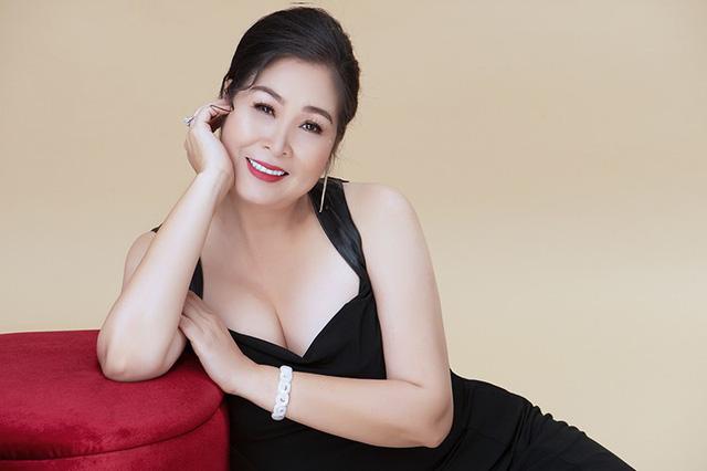 """Hồng Diễm nói không với cảnh hôn suốt 10 năm yêu trên phim, Hồng Vân """"kiêng"""" mía - hình ảnh 4"""
