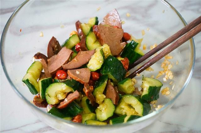Cách làm món salad tim heo dưa chuột xua tan cái nóng ngày hè oi ả - 10