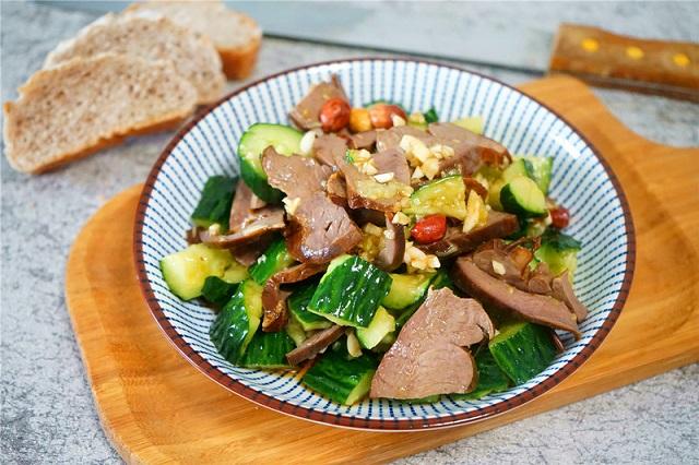 Cách làm món salad tim heo dưa chuột xua tan cái nóng ngày hè oi ả - 11