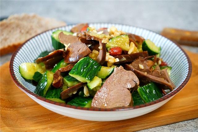 Cách làm món salad tim heo dưa chuột xua tan cái nóng ngày hè oi ả - 1