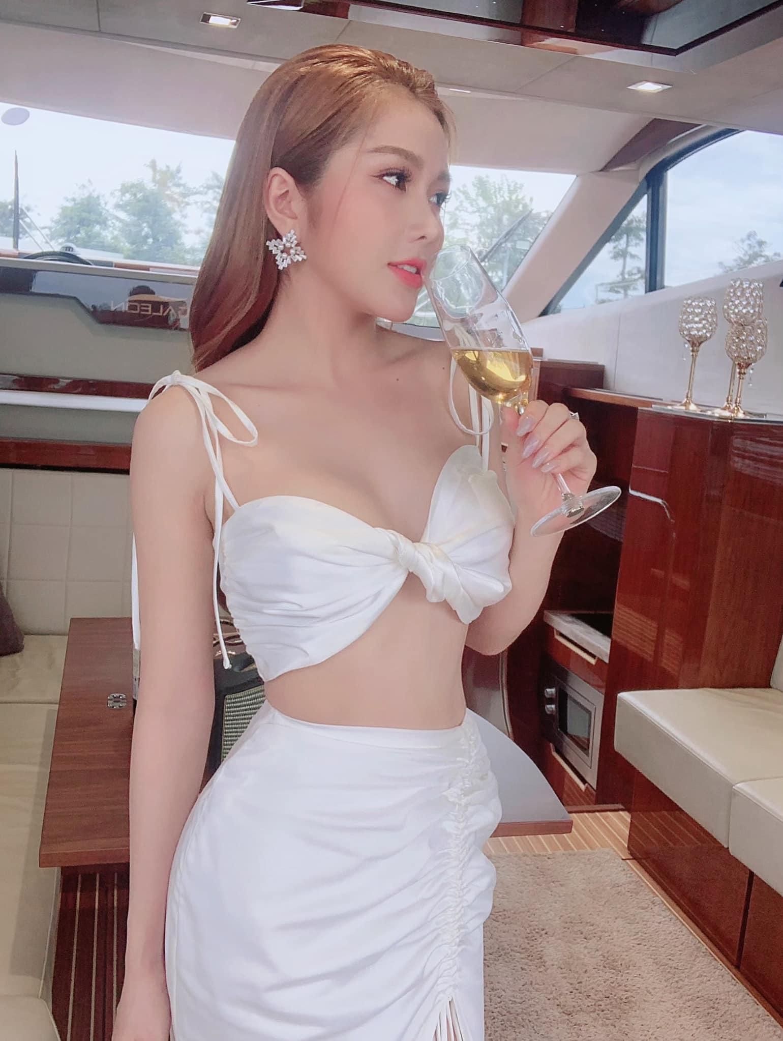 """Gu mặc tôn ngực đầy của """"nữ sinh"""" Vĩnh Long được xin hỏi cưới vì quá nóng bỏng - hình ảnh 5"""