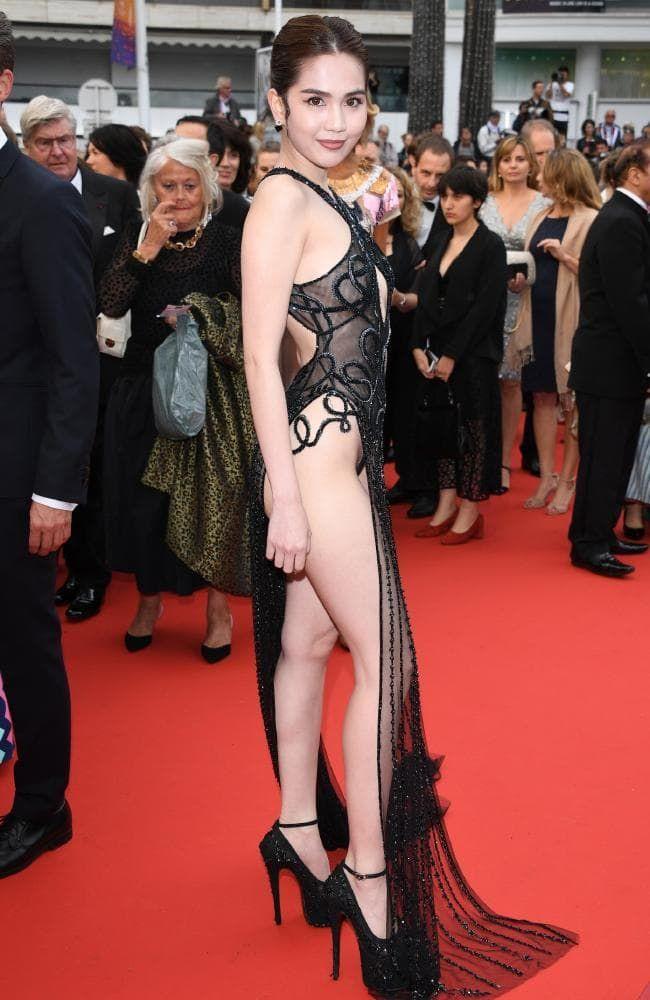 Sao nữ trên phim ngoan hiền, ngoài đời lại có gu ăn mặc sexy thế này đây - hình ảnh 26