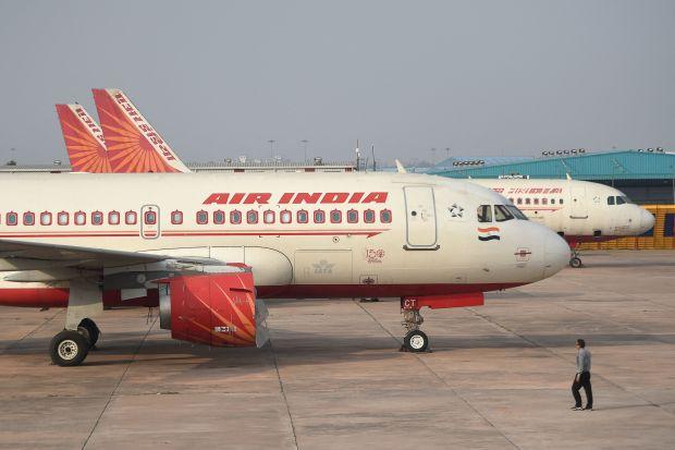 Video: Sốc với con vật bay trong khoang hành khách máy bay khởi hành từ Ấn Độ - hình ảnh 2
