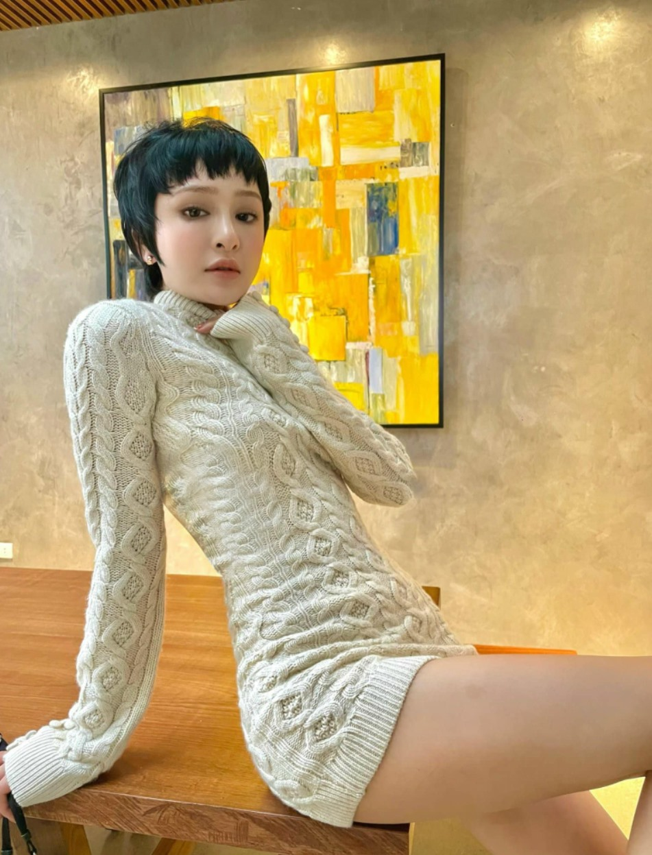 """""""Mỹ nhân Trấn Thành muốn nuôi"""" mặc áo thủng, khoe """"điểm vàng"""" cơ thể - hình ảnh 2"""
