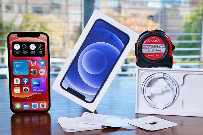 Lôi Apple ra tòa để nhận được bộ sạc iPhone 12 miễn phí và cái kết - 1