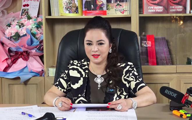 Bà Phương Hằng bất ngờ xuất hiện trong livestream gây xôn xao của ông xã - hình ảnh 1