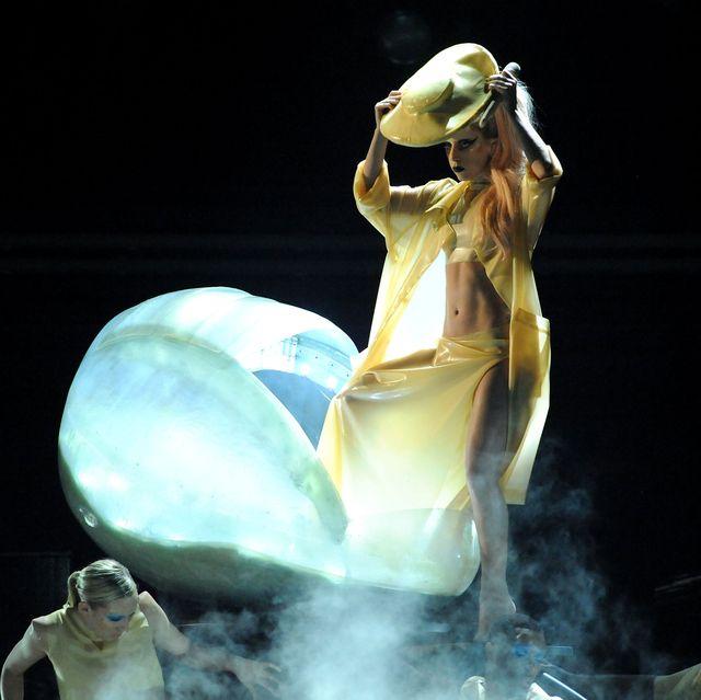 """Khoảnh khắc thời trang ấn tượng nhất trong kỷ nguyên """"Born this way"""" của Lady Gaga - hình ảnh 1"""