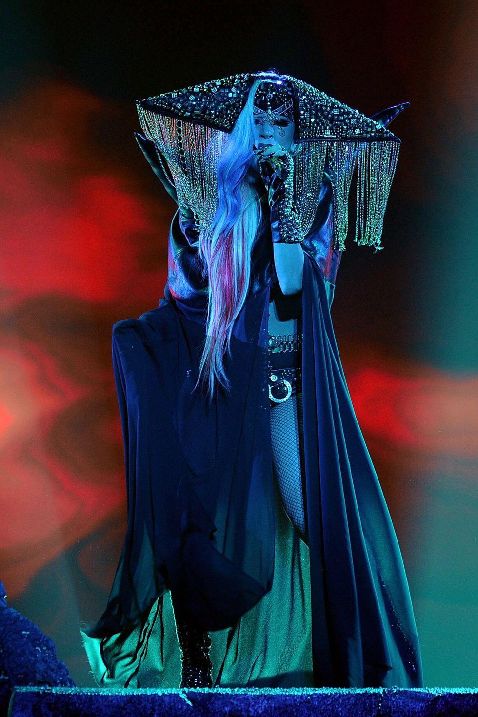 """Khoảnh khắc thời trang ấn tượng nhất trong kỷ nguyên """"Born this way"""" của Lady Gaga - hình ảnh 5"""