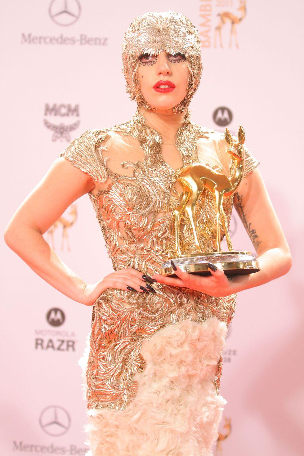 """Khoảnh khắc thời trang ấn tượng nhất trong kỷ nguyên """"Born this way"""" của Lady Gaga - hình ảnh 6"""