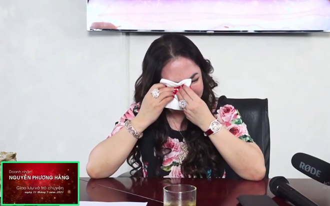 Bà Phương Hằng khóc nghẹn khi livestream, muốn giải thể Đại Nam, ra nước ngoài sinh sống - 3