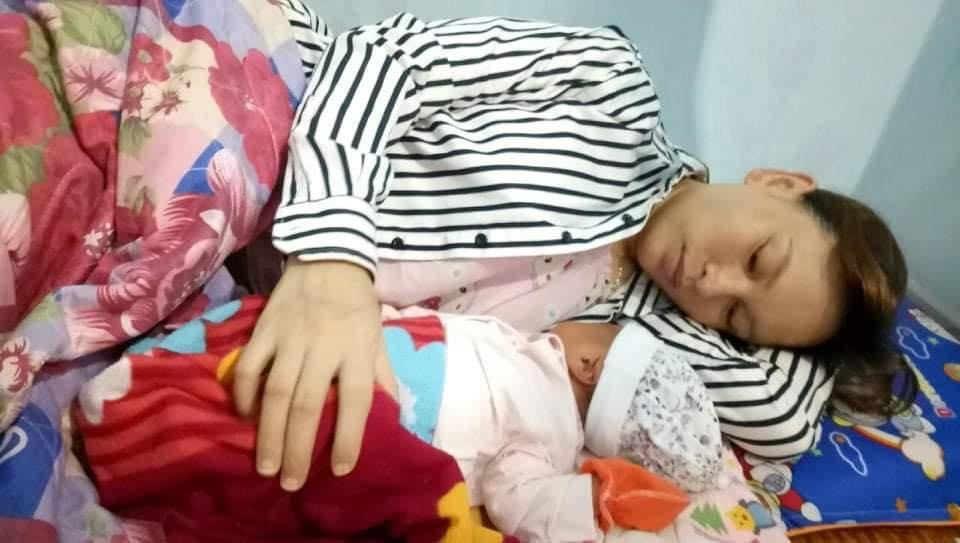 Nữ công nhân ở khu vực cách ly xã hội sinh con ngay tại phòng trọ - hình ảnh 1