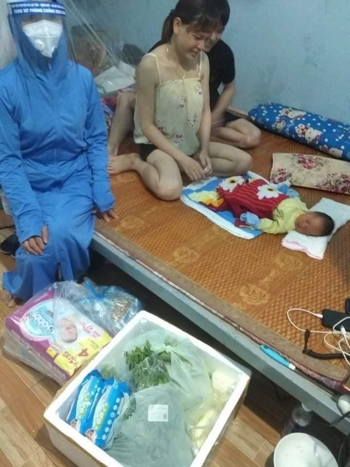 Nữ công nhân ở khu vực cách ly xã hội sinh con ngay tại phòng trọ - hình ảnh 2
