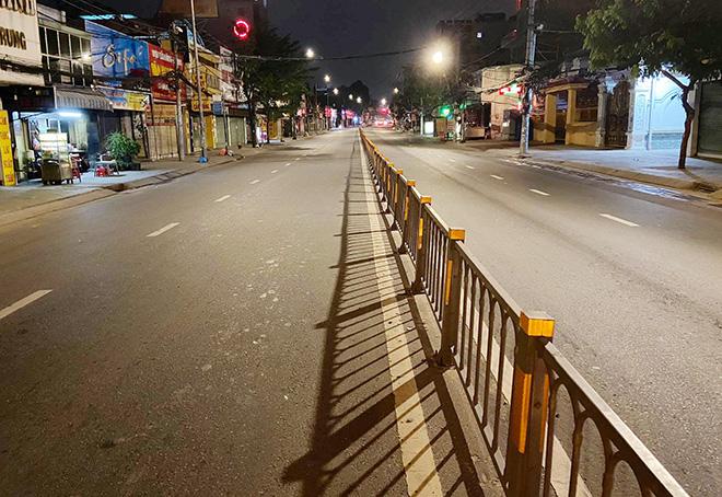 TP.HCM: Quận Gò Vấp chính thức cách ly xã hội, nhiều người bất ngờ khi bị chặn lưu thông - hình ảnh 8