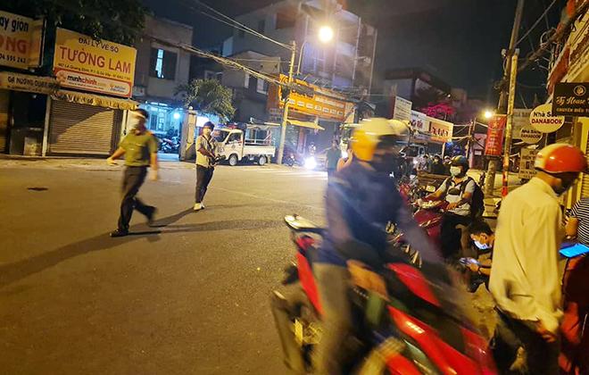 TP.HCM: Quận Gò Vấp chính thức cách ly xã hội, nhiều người bất ngờ khi bị chặn lưu thông - hình ảnh 3